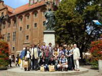 Pod pomnikiem Kopernika