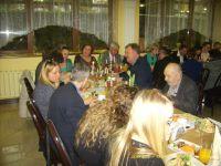 kolacja-przy-suto-zastawionym-stole.JPG