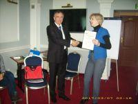 wreczenie-certyfikatu-czlonkowstwa-pzb-dyrektor-biblioteki-dla-dziedci-we-lwowie